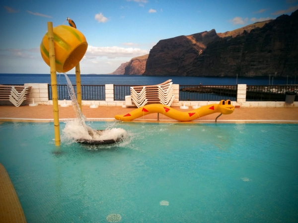 piscinas los gigantes oasis complejo tur sticio en tenerife